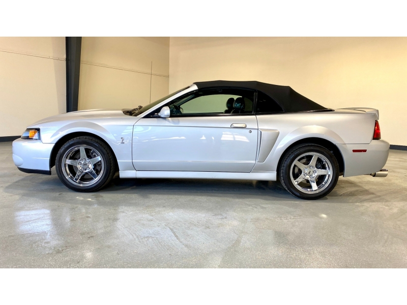 Ford Mustang 2004 price $33,999