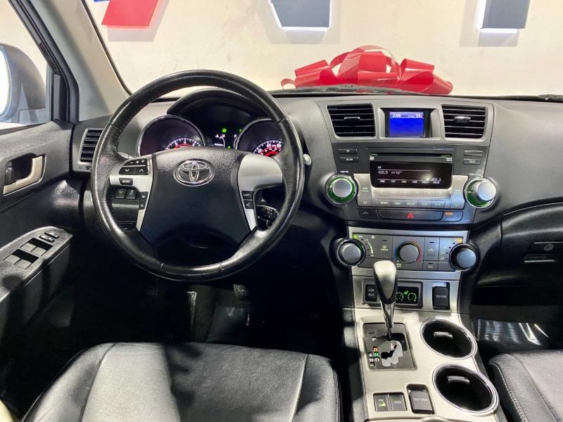 Toyota Highlander 2011 price $15,999