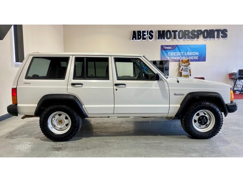 Jeep Cherokee 1996 price $10,999