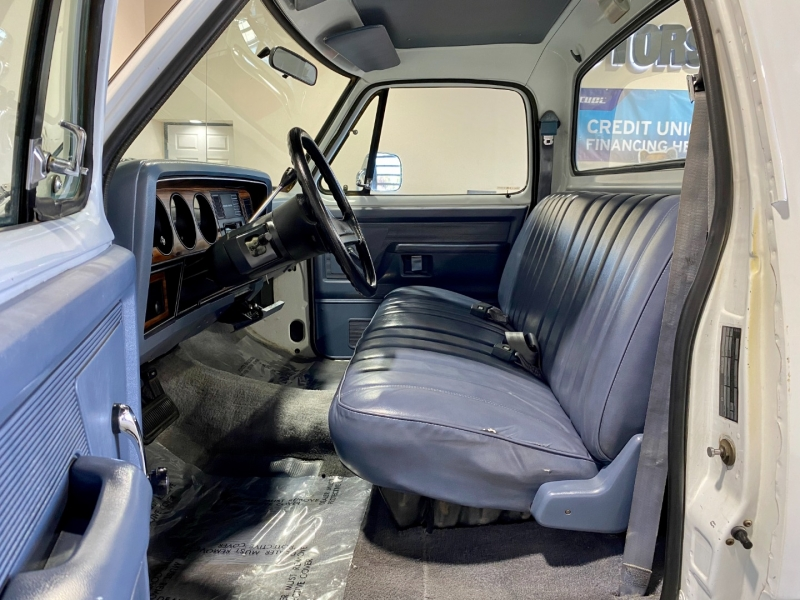 Dodge D100 & W100 1989 price $15,999