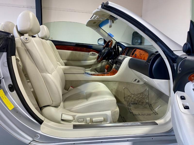 Lexus SC 430 2006 price $10,999