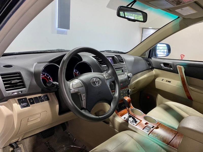 Toyota Highlander 2008 price $12,997