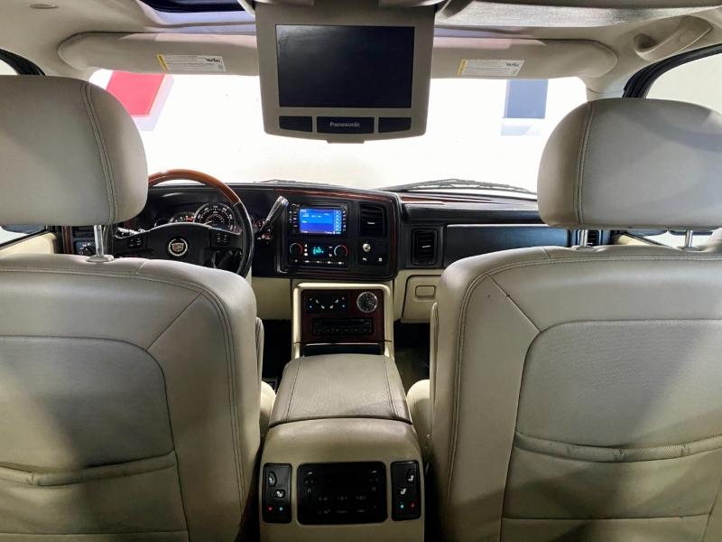 Cadillac Escalade ESV 2004 price $10,999