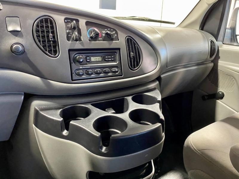 Ford Econoline Wagon 2006 price $11,999