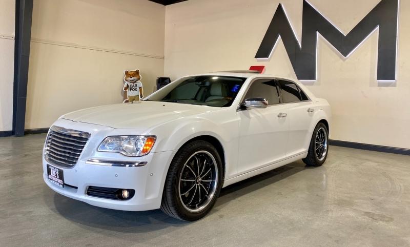 Chrysler 300 2011 price $10,999