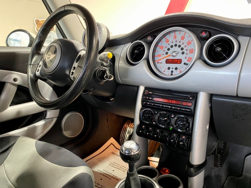 Mini Cooper Hardtop 2004 price $5,999