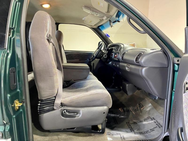 Dodge Ram 1500 2001 price $11,999