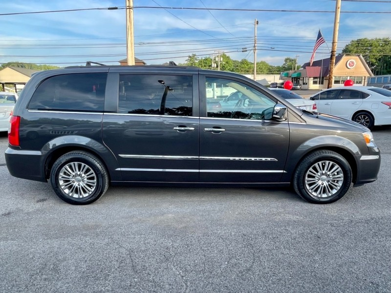 CHRYSLER TOWN & COUNTRY 2016 price $15,999