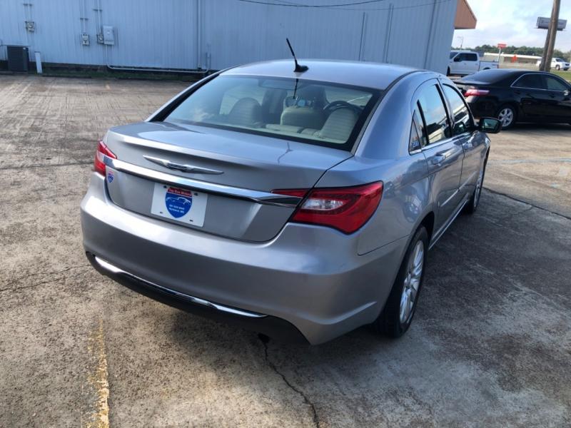 Chrysler 200 2013 price $3,500