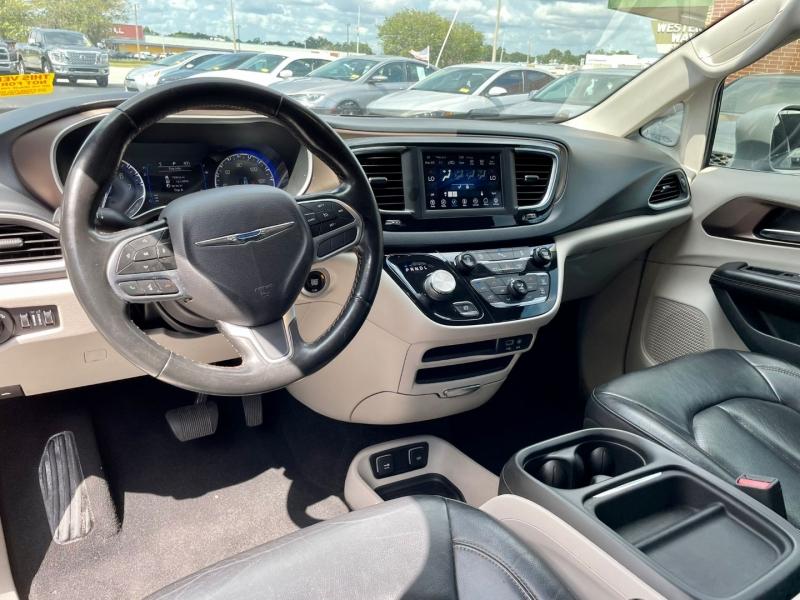 Chrysler Pacifica 2019 price $18,990