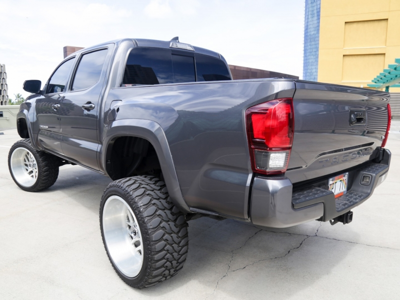Toyota Tacoma lifted 6in 4WD Manual 2018 price $49,995