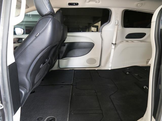 Chrysler Pacifica 2017 price