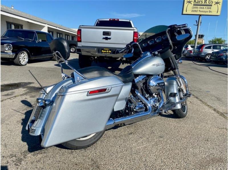Harley Davidson Street Glide 2014 price $17,999