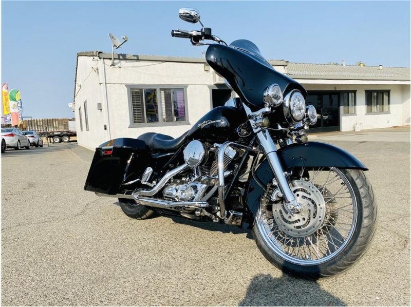 Harley Davidson Street Glide 2007 price $11,999