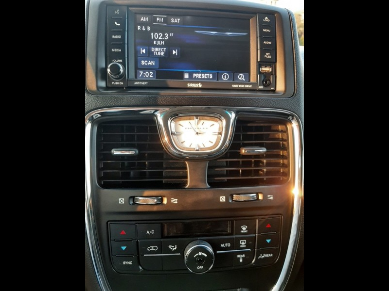 CHRYSLER TOWN & COUNTRY 2014 price $10,750