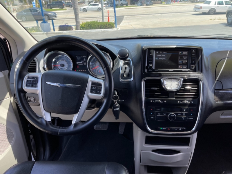 Chrysler Town & Country 2016 price $12,999