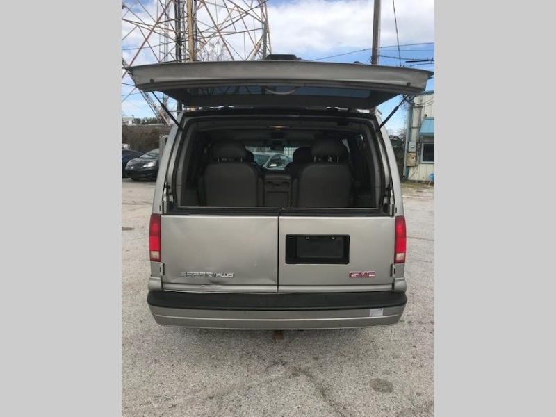 GMC SAFARI 2004 price $4,995