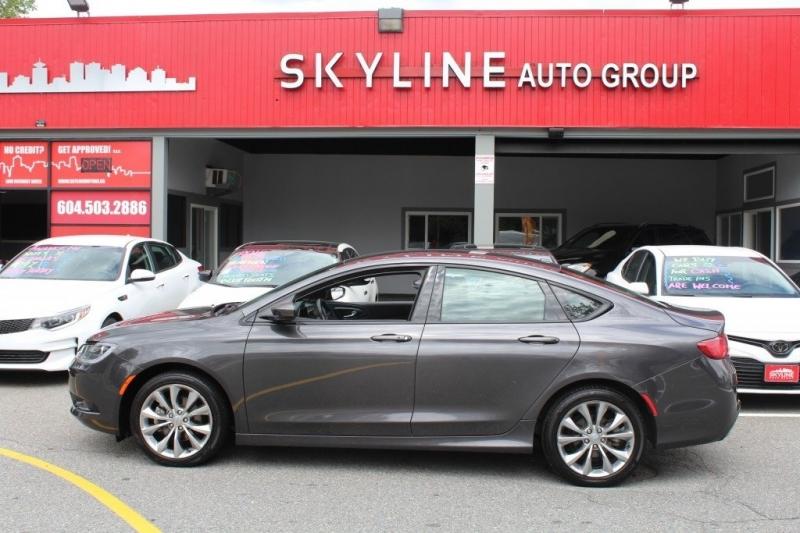 Chrysler 200 2015 price $12,889