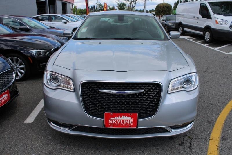 Chrysler 300 2019 price $29,889