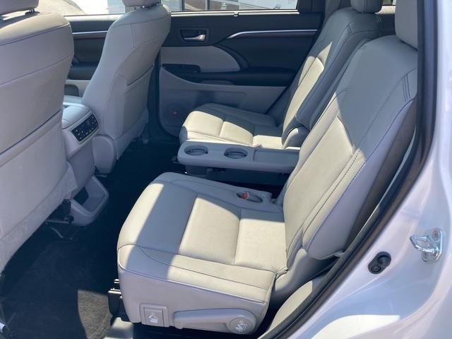 Toyota Highlander 2016 price $27,979