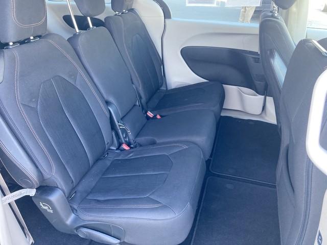Chrysler Pacifica 2017 price $17,979