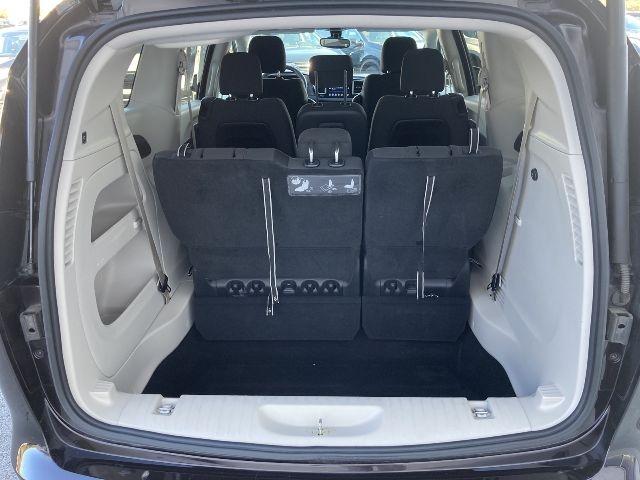 Chrysler Pacifica 2017 price $16,979