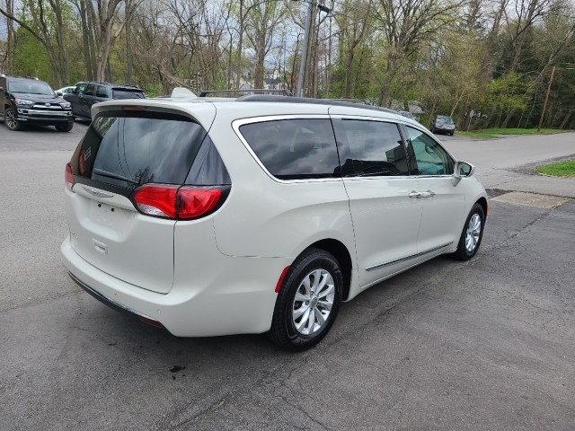 Chrysler Pacifica 2017 price $20,979