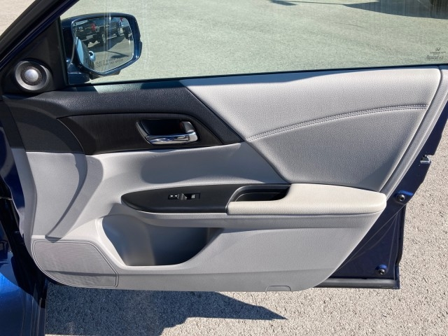Honda Accord Sedan 2015 price $18,979