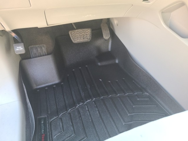 Toyota Highlander 2013 price $16,979