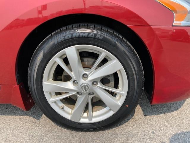 Nissan Altima 2015 price $12,979