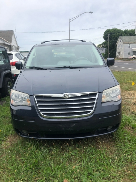 Chrysler Town & Country 2008 price $5,495