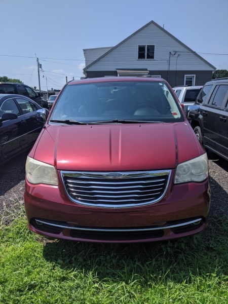 Chrysler Town & Country 2011 price $7,499