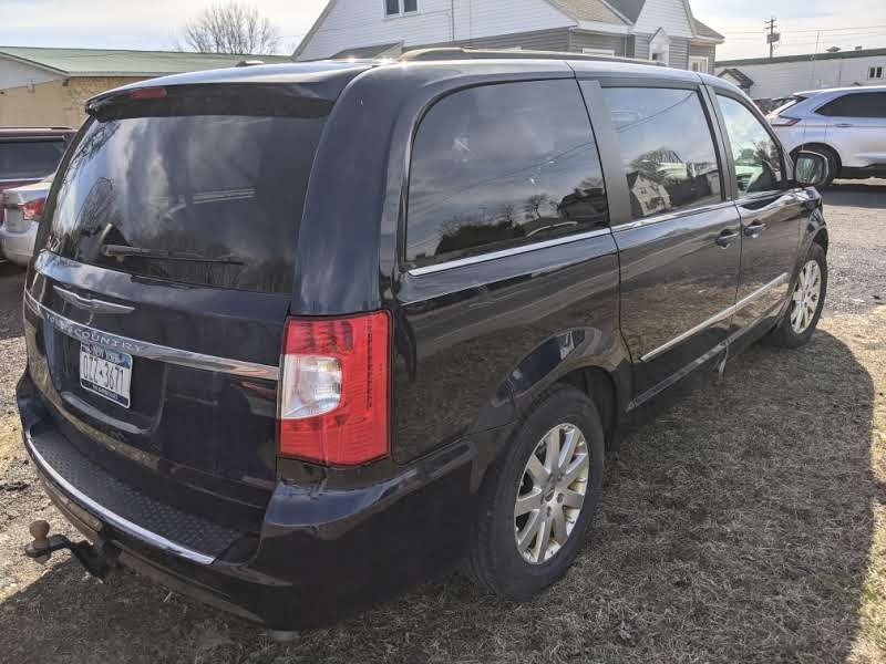Chrysler Town & Country 2014 price $8,995