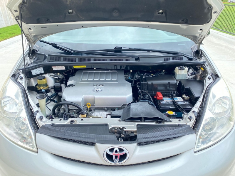 Toyota Sienna 2008 price $5,799
