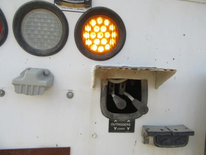 Freightliner M2 106 DRILL DERRICK POLE TRUCK 2007 price $29,500