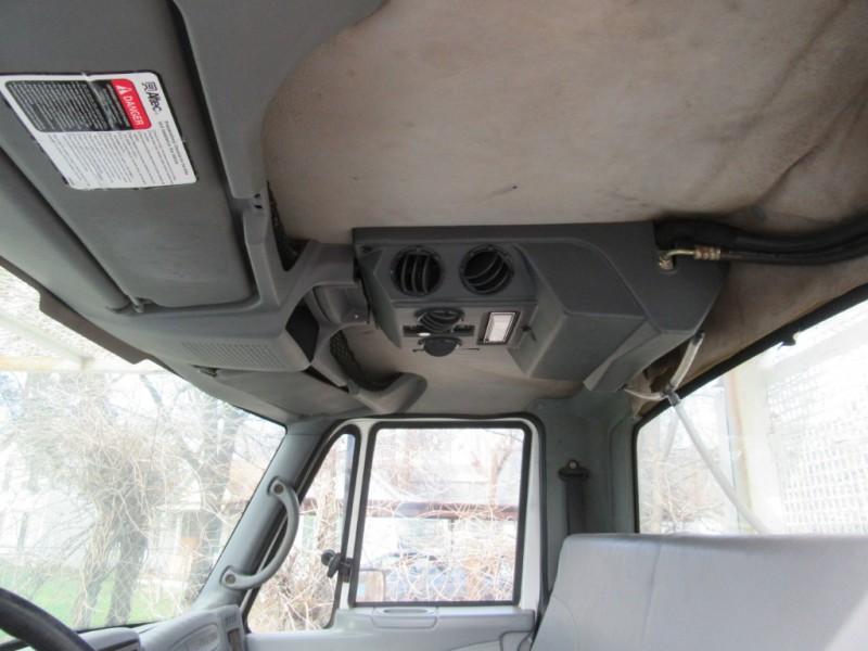 International DuraStar 4300 Bucket Boom Truck 2005 price $19,950