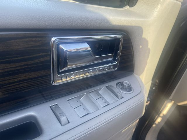 Lincoln Navigator 2007 price $7,950
