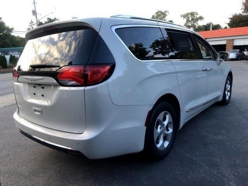 Chrysler Pacifica 2017 price $23,995
