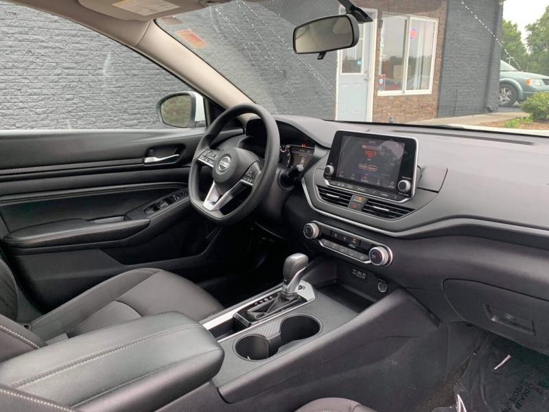 Nissan Altima 2020 price $18,999