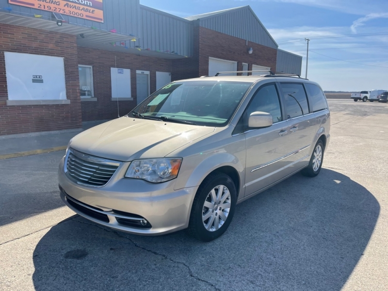 CHRYSLER TOWN & COUNTRY 2015 price $9,995