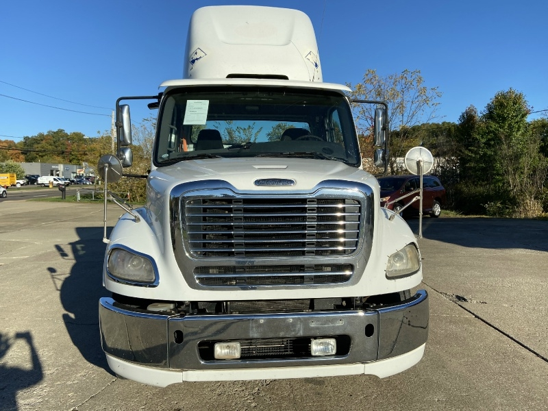 Freightliner DAY CAB BUSINESS CLASS SEMI TRUCK CLEAN w/ONLY 196 2012 price $18,995