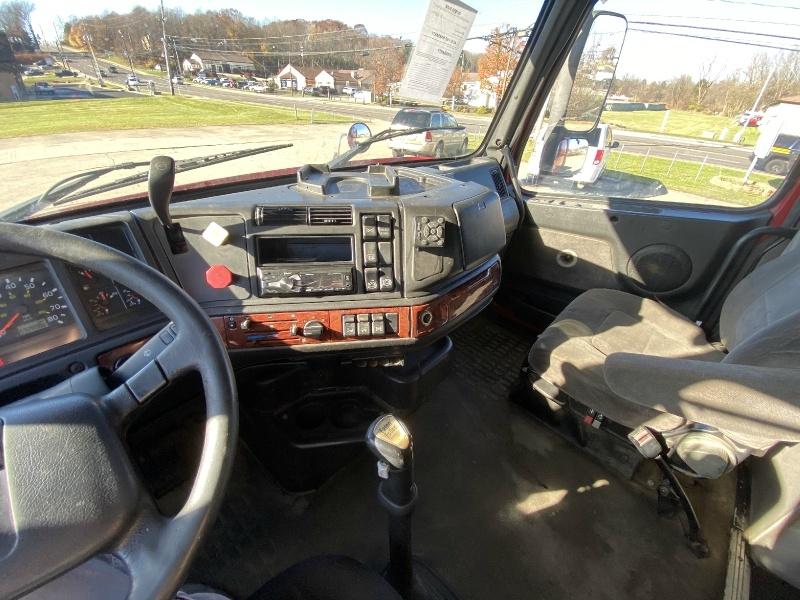 Volvo VNL64 670 2003 price $9,995
