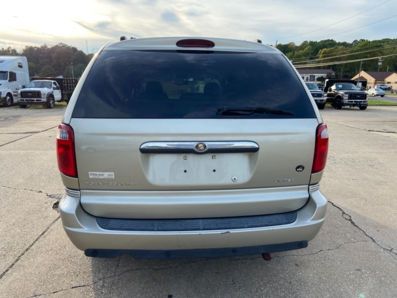Chrysler Town & Country 2005 price PENDING