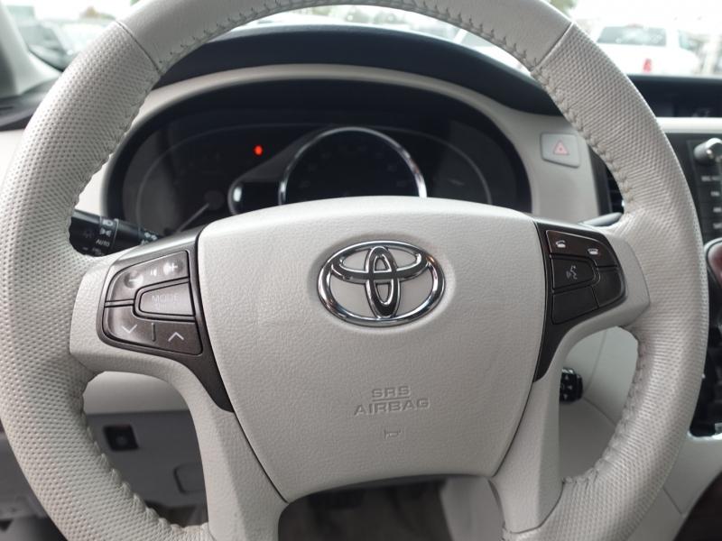 Toyota Sienna 2013 price $19,550