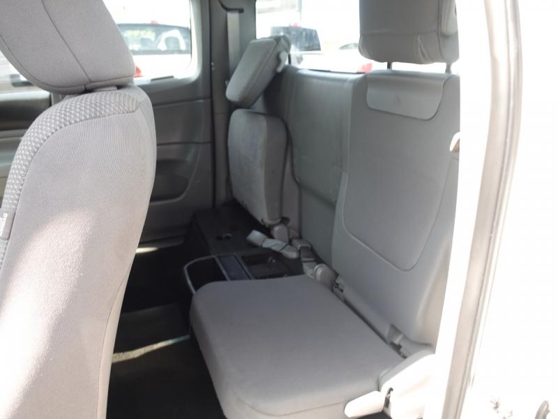 Toyota Tacoma 2015 price $23,750