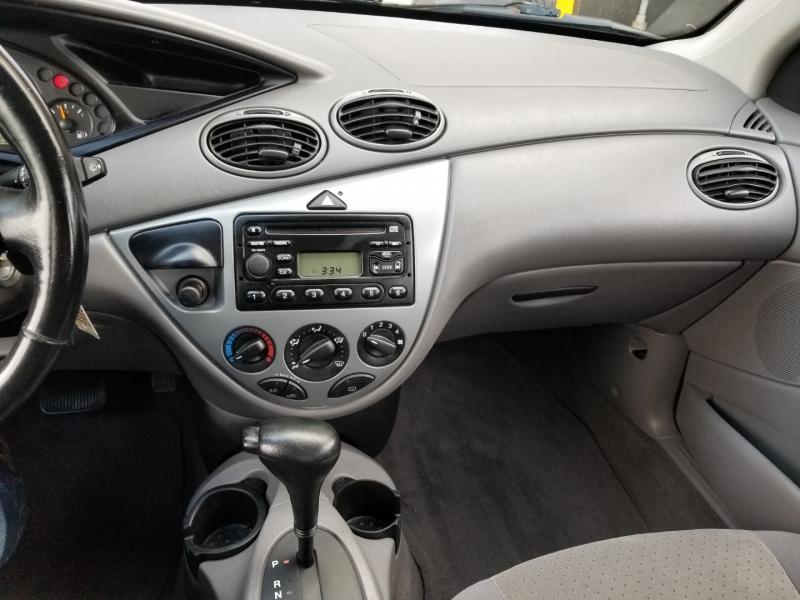 Ford Focus 2004 price $2,950