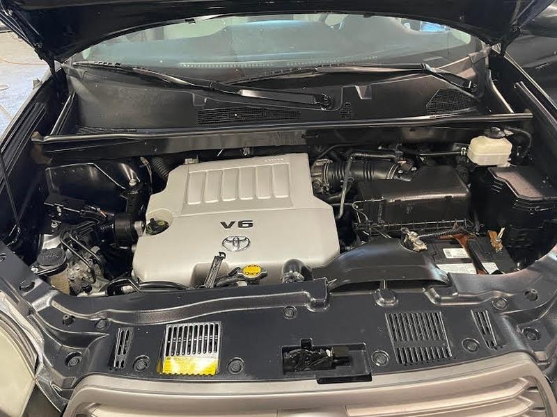 Toyota Highlander 2010 price $2,400 Down