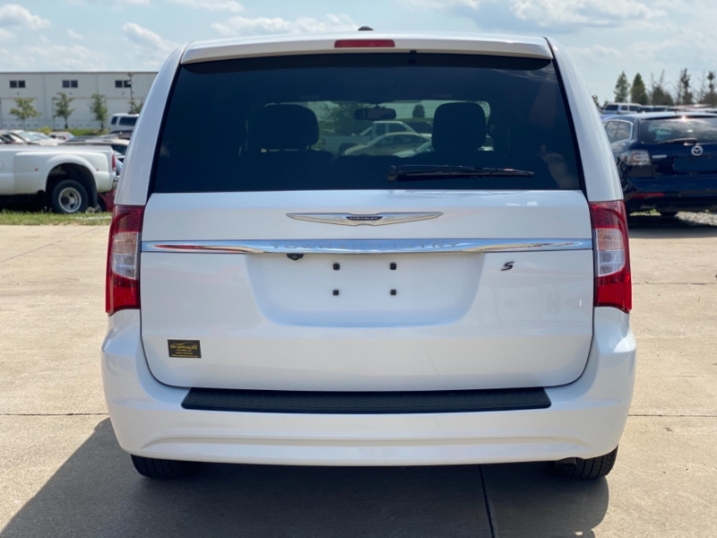 Chrysler Town & Country 2014 price $7999 CASH