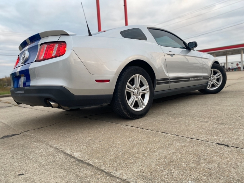 Ford Mustang 2012 price $8,999 CASH