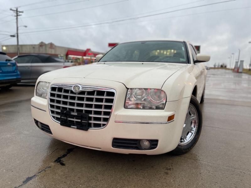 Chrysler 300 2005 price $5999 CASH